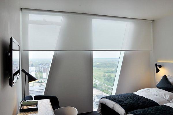 Рулонные шторы создают стиль